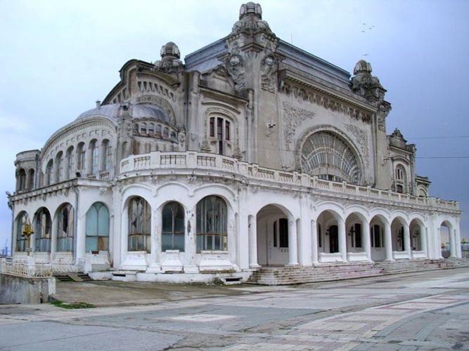 Casino-Constanza-Romania-1-667x500.jpg