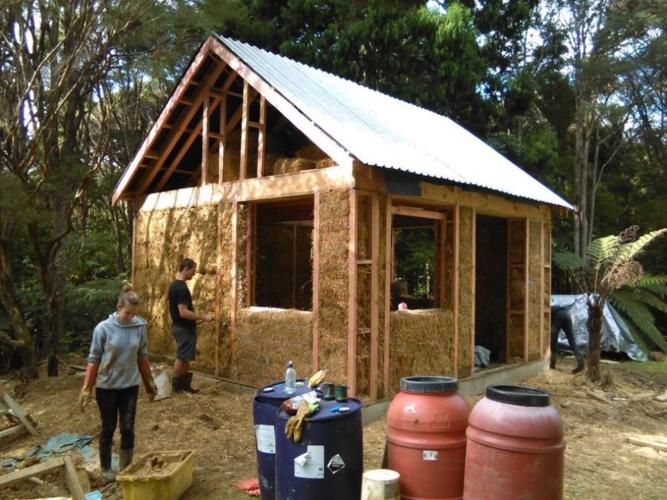 small-straw-bale-house-25-667x500.jpg
